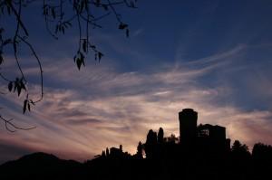 Rocca-e-Monticino-al-tramonto-Brisighella